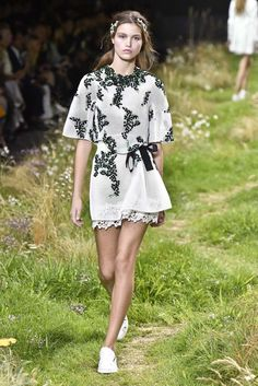 Moncler Gamme Rouge RTW Spring 2016