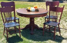 Love the transformation of this vintage dining table and chairs.  Completed in General Finishes Java Gel for the top of the table and chair seats. Body of table and chairs was in GF Tuscan Red. #generalfinishes #javagel #tuscanred #milkpaint #vintage
