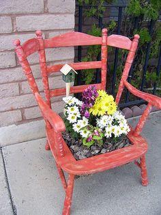 Old Chairs, Outdoor Chairs, Outdoor Decor, Black Chairs, Vintage Chairs, Outdoor Ideas, Magic Garden, Garden Art, Garden Ideas