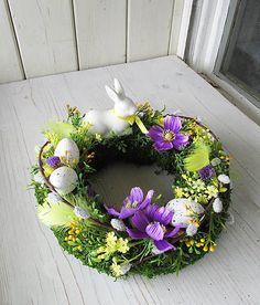 Easter Flower Arrangements, Easter Flowers, Front Door Decor, Easter Wreaths, Easter Crafts, Floral Wreath, Make It Yourself, Spring, Creative