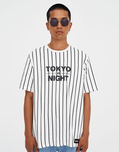 Vertical stripe 'Tokyo Night' T-shirt - pull&bear Vertical Striped Shirt, Striped Tee, Off White Fashion, Urban Fashion, Mens Fashion, Tokyo Night, Stripe Print, Shirt Designs, Tee Shirts