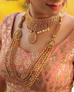 Before you buy bridal jewellery, check designer gold necklace designs online. Bollywood style latest wedding gold necklace designs for 2020 are here for a diva look. Indian Bridal Jewelry Sets, Wedding Jewelry Sets, Wedding Jewellery Collections, Pakistani Bridal Jewelry, Bridal Lehenga, Gold Bangles Design, Gold Jewelry, Gold Bridal Jewellery, Indian Gold Jewellery