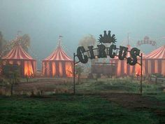 Image shared by Fannili. Find images and videos about fog and circus on We Heart It - the app to get lost in what you love. Dark Circus, Circus Art, Circus Theme, Circus Book, Circus Train, Circus Aesthetic, Creepy Circus, Art Magique, Night Circus