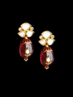 Essential jewellery pieces to buy and collect. India Jewelry, Ethnic Jewelry, Jewelry Art, Antique Jewelry, Gold Jewelry, Jewelery, Jewelry Design, Fashion Jewelry, Pearl Jewelry