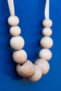This fantastic wooden bead necklace consists of raw wooden beech beads on a silky satin cord.   Length of the satin cord: 31.5 inch Length of