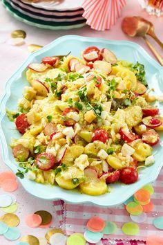 Potato and cheese salad recipe DELICIOUS - Salate zum Grillen - PastaRecipes Easy Smoothie Recipes, Fruit Recipes, Salad Recipes, Vegan Recipes, Slow Cooker Recipes, Crockpot Recipes, Chicken Recipes, Cooking Recipes, Best Pasta Salad