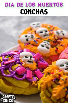 Day of the Dead conchas, a perfect addition to sugar skulls, pan de muertos, and mole! Diy Wedding Food, Diy Wedding Favors, Mason Jar Crafts, Mason Jar Diy, Crafts For Teens, Diy Crafts To Sell, Day Of The Dead Party, Mexican Crafts, Popular Crafts