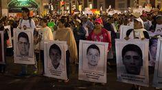 Arrestan a un responsable policial implicado en la desaparición de los estudiantes mexicanos La policía mexicana arrestó a uno de los directores de la policía implicado en la desaparición de 43 estudiantes universitarios en la ciudad de Iguala a finales de septiembre. http://cnnespanol.cnn.com/2014/11/22/arrestan-a-un-responsable-policial-implicado-en-la-desaparicion-de-los-estudiantes-mexicanos/