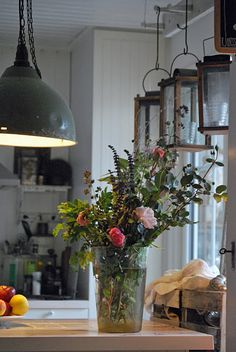lovely flowers...and i'm crazy about the hanging lanterns!