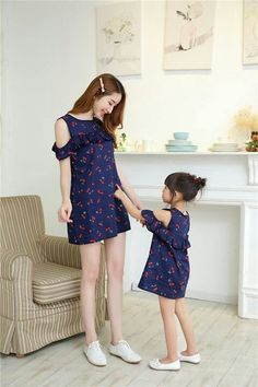 """""""Mommy, your dress is just like mine. Mom And Baby Outfits, Family Outfits, Cute Outfits For Kids, Frocks For Girls, Little Girl Dresses, Girls Dresses, Mom Daughter Matching Dresses, Mother Daughter Fashion, Baby Dress Patterns"""