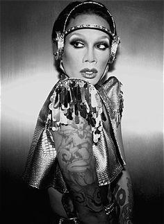 ♊ Raja Gemini, 14 de junho de 1974. Drag Queen. ♊ Raja Gemini, Bold And The Beautiful, Most Beautiful, Farrah Moan, Queen Love, Drag Makeup, Rupaul Drag, Adam And Eve, Androgyny