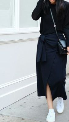 Minimal trends | All-black outfit, white sneakers and a purse