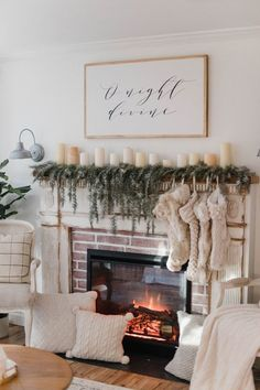 34 Awesome Cozy Winter Living Room Decor Ideas - Happy Christmas - Noel 2020 ideas-Happy New Year-Christmas Decoration Christmas, Farmhouse Christmas Decor, Christmas Mantels, Cozy Christmas, Christmas Fireplace Decorations, Farmhouse Decor, Diy Decoration, Xmas, Christmas Ideas