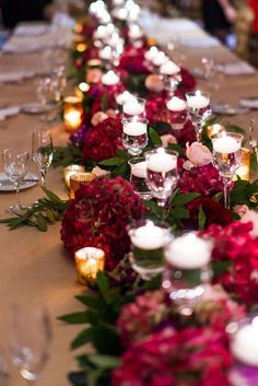 burgundy wedding table setting ideas with marsala centerpieses