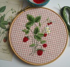 Never thought of embroidering onto a patterned background. Hand Embroidery Stitches, Silk Ribbon Embroidery, Hand Embroidery Designs, Diy Embroidery, Cross Stitch Embroidery, Embroidery Patterns, Fabric Crafts, Sewing Crafts, Diy Broderie