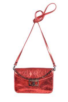 Marc by #MarcJacobs   Kleine Clutch aus rot schillernden Leder   Marc by Marc Jacobs   mymint-shop.com   Ihr #OnlineShop für #Secondhand / #Vintage Designerkleidung & #Accessoires bis zu -90% vom Neupreis das ganze Jahr #mymint