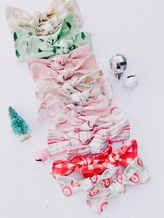 Christmas Hair Bows, Christmas Fashion, Diy Christmas, Baby Girl Bows, Girls Bows, Whimsical Christmas, Bow Accessories, Evie, Gift Packaging