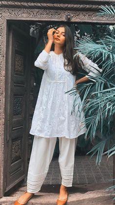 Pakistani Fashion Casual, Indian Fashion Dresses, Dress Indian Style, Indian Designer Outfits, Pakistani Outfits, Indian Outfits, Pakistani Clothes Casual, Stylish Dresses For Girls, Stylish Dress Designs
