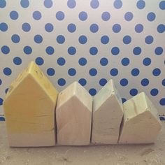 #oldamsterdam#amsterdam#house#houses#haus#häuser#ceramics#keramik#aufgereiht#pattern#muster#structure#living#wohnen#home#homedesign#roof#dach#four#vier#architecture#bauen#siedlung#giebel#pastel#pastell#artwork#kunst#kunsthandwerk#creative