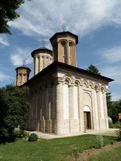 Book tours online in Romania from the best network of local guides and partners! 100 tours and experiences all over the country Travel Tours, Travel Info, Tour Around The World, Around The Worlds, Visit Romania, Tourist Spots, Group Tours, Horseback Riding, Holiday Destinations