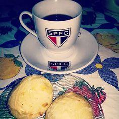 Três paixões em uma foto: #SPFC, #Café e Pão de Queijo! ☕⚪⚫❤ Boa Tarde Sexta Feira, sua linda!  #BoaTarde #Sexta #Sextou #SextaFeiraSuaLinda #CafeDaTarde #Café #SPFC #PaoDeQueijo #Amo #Love #Insta #Instagram #Instasize #Instapic #InstaLove #InstaMoment #InstaLove