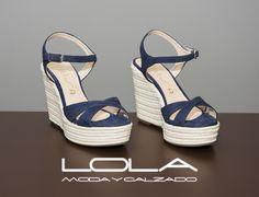 En verano, las cuñas de calidad en la tienda del calzado bueno.  Pincha este enlace para comprar tus sandalias en nuestra tienda on line:  http://lolamodaycalzado.es/primavera-verano/628-sandalia-cuna-esparto-azul-marino-unisa.html
