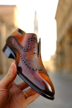 Do not wait when others decide for you what is in fashion. Order now by Dandy Shoe Care a Patina unique like you! Simple Shoes, Casual Shoes, Shoes Style, Men Casual, Gents Shoes, Men Dress, Dress Shoes, Dress Clothes, Gentleman Shoes