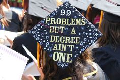 These funny graduation caps definitely sum up what graduating feels like. The weirdest, wackiest, and most innovative graduation caps that absolutely nailed it. - Page 4 of 6 Funny Graduation Caps, Graduation 2016, Graduation Cap Designs, Graduation Cap Decoration, Nursing Graduation, Decorated Graduation Caps, Graduation Shirts, Abi Motto, Grad Hat