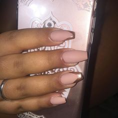 "Uma das ""brincadeiras"" de hoje! Obrigada Soraia ❤️🙌🏽 #nails2inspire #nailporn #naildesigns #flawless #velvetnails #nudenails #goldnails #luminous #nailswithstyle #instanails"