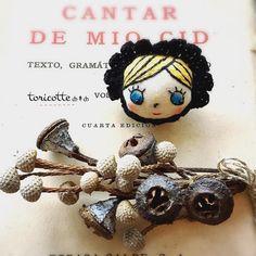 ∞ ȸ↟ȸ toricotte doll ȸ *・.。。.・*✲゚*・.。。.・* #toricotte #doll #handmade #shop    #ブローチ #crochet #かぎ針編み #アンティーク | by ȸ↟ȸ toricotte fuuka ȸ
