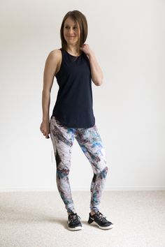 Workout outfit: Titika top and Alala marble leggings