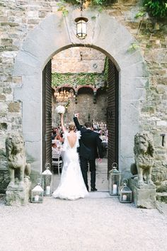 Moments ... - Destination Wedding in Florence at Vincigliata Castle by Rossana Sapori (Wedding Planning & Reception Flowers) + Studio A+Q (Photography) - via ruffled