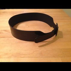 💥 Waist-Cincher: Leather Belt NWOT: Banana Republic leather croc-embossed belt. Size Small. Tip-to-tip measurement: 36 inches. Never worn. Priced to sell, but respectful offers considered. Banana Republic Accessories Belts