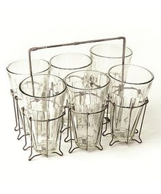 This farmhouse caddy provides a quaint way to display the six included glasses. When not in use, the set makes a charming addition to the kitchen counter or tabletop as décor.