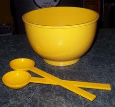Wonderful salad bowl!  This yellow dish really pops!