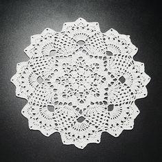 Șervețel Decorativ Rotund din Dantelă 4 · HAV-A.ro pe o bază octogonala un mileu flamboiant cu inspiraţie florală, flower power Flower Power, Floral, Flowers, Flower