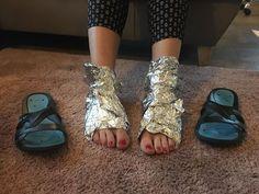 Zdjęcie Sprawdź po co owijać STOPY FOLIĄ ALUMINIOWĄ! SZOK! #3 Good Advice, Things To Know, Gladiator Sandals, Health And Beauty, Heels, Youtube, Tips, Fashion, Diet