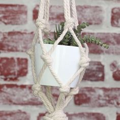 These DIY Macrame Planters Are Ideal For Total Noobs - Personello - DIY Ideen: Geschenke, Deko, Basteln & Selbermachen Small Mason Jars, Creation Deco, Macrame Projects, Macrame Tutorial, Macrame Knots, How To Macrame, Hanging Plants, Diy Hanging Planter Macrame, Macrame Plant Hanger Diy