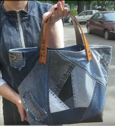 Denim Tote Bags, Denim Purse, Jean Purses, Purses And Bags, Jeans Recycling, Denim Ideas, Old Jeans, Patchwork Bags, Handmade Bags