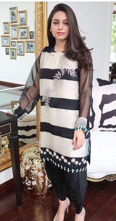 Organza kurta Simple Pakistani Dresses, Pakistani Dress Design, Pakistani Outfits, Indian Outfits, Stylish Dress Designs, Stylish Dresses, Nice Dresses, Casual Dresses, Fashion Dresses