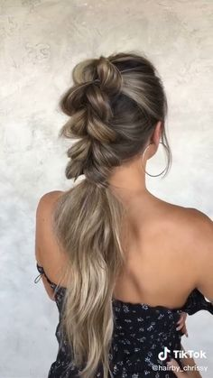 Bubble Braid Tutorial- Bubble Braid Tutorial After all, you can continue to experiment not only with the style of clothing, but also with hair. Braided Ponytail Hairstyles, Easy Hairstyles For Long Hair, Hairstyles 2018, Workout Hairstyles, Hairstyles Videos, Hairstyles For Swimming, Hairstyles For Working Out, Cute Cheer Hairstyles, Hair Updo Easy