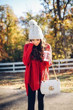 Let's get some awesome inspiration with these 25 Pretty Winter Outfits to Try this Year. Most of these ideas are so perfectly comfy and cozy!