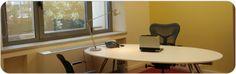 Un ufficio con la tua targa ma solo per 1 ora o 2 ore o 4 ore? Da noi puoi averlo. Incontra degli ospiti nei nostri uffici ad ore. Ne scoprirai la convenienza, la facile fruibilità.