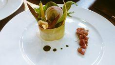Salade et légumes de saison son  espuma de Gorgonzola et tartare de filet mignon fumé à la figue de Ratafia de la Maison Anarel