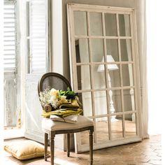 Specchio bianco in legno a forma di finestra H 175 cm | Maisons du Monde