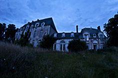 Château de Singes – The Abandoned Château à Cahaignes in France