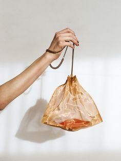 Fashion Line, Fashion Bags, Fashion Trends, Diy Bag Designs, Net Bag, Diy Handbag, Princess Outfits, Fabric Bags, Reusable Bags