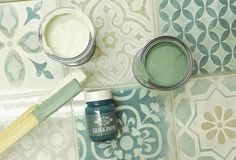 Kalkkimaali Maalin kalkkipitoisuus on korkea, joten pinnasta tulee liitumaisen matta ja eläväpintainen. Ice Cream Scoop, Chalk Paint, Painting, Home Decor, Scoop Of Ice Cream, Decoration Home, Room Decor, Painting Art, Paintings