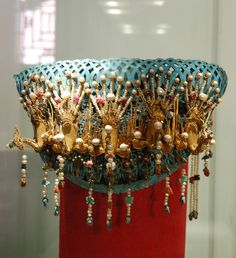 Where To Sell Gold Jewelry For Best Price Refferal: 5538489033 Ancient Jewelry, Antique Jewelry, Gold Jewelry, Jewellery, Royal Jewels, Crown Jewels, Asian Hair Pin, Gold Wedding Crowns, Pearl Necklace Designs