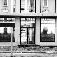 Da mesi assisto ogni giorno all'evoluzione della Fondazione Feltrinelli. Hanno da poco iniziato a togliere le recinzioni. Questo è esattamente quello che si vede dall'ingresso di YATTA! che è la mia seconda casa. Venite a trovarmi! Viale pasubio 14 #fondazionefeltrinelli #unpacking #architettura #herzogdemeuron #milano #milanochecambia #urbandevelopment #milanodascoprire #nuovearchitetture #yatta #ilmiostudio #coworking #makerspace #freelance #creativi #liberiprofessionisti #reileta_mi
